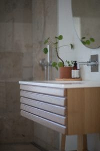 ideas to declutter your bathroom